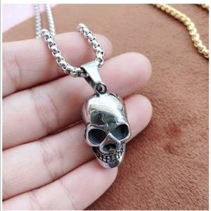 UNISEX SILVER OR GOLD GOTHIC PUNK SKULL NECKLACE